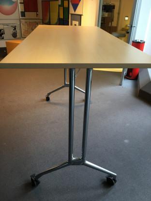 Hersteller: Vitra; Tisch High Bench; Material: Hol...