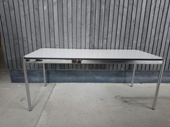 """Schreibtisch """"Haller"""" von USM"""