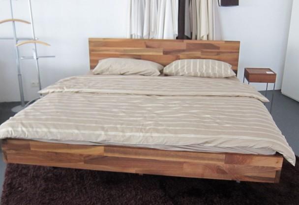 Bett M1, 180x200 Nußbaum von Luna