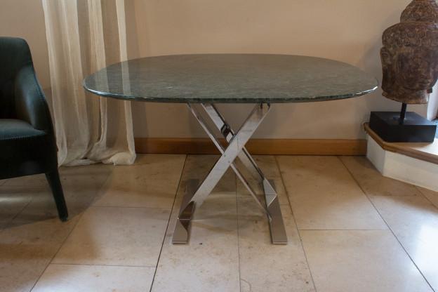 """Tisch """"PATHOS"""" SMT11P von Maxalto – Tischplatte Marmor grün Guatemala"""