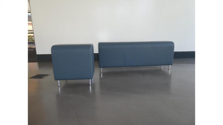 Hersteller: Vitra; Bench - Einsitzer; Farbe rauchblau; Material: Leder