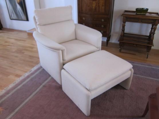 Sessel mit Hocker, Stoff weiß von Dreipunkt