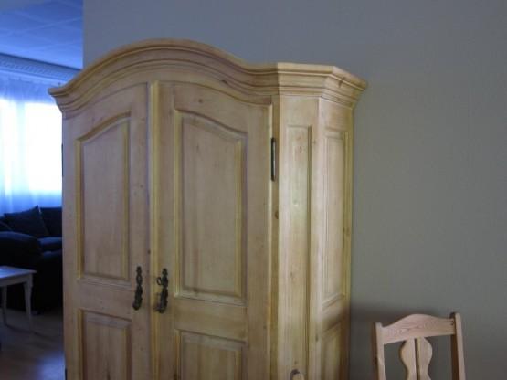 Kleiderschrank designermöbel  Kleiderschrank Pinie gebürstet von Village | Designermöbel ...