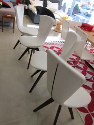 4 Stühle Invite, Leder crème-weiß mit Holzgestell von Varier