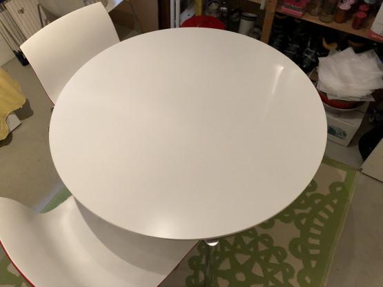 Tisch zirkular von Fritz Hansen