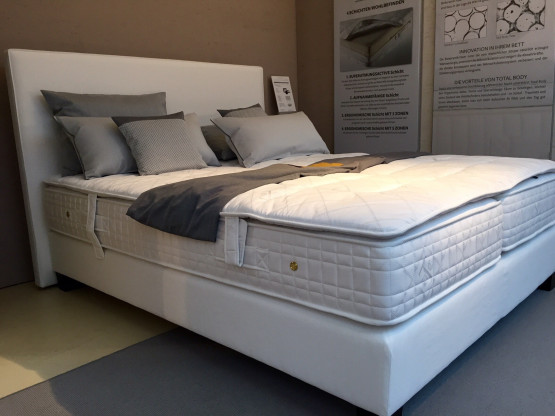 treca interiors paris bett moderne betten weiss like designerm bel k ln. Black Bedroom Furniture Sets. Home Design Ideas