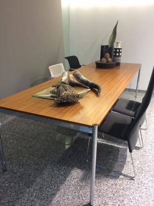 Tisch der Fa. USM