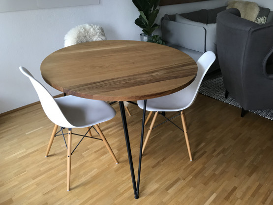 runder Holztisch aus massiver Eiche - Nuts& Woods