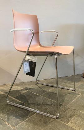 arper Catifa 46 Stuhl mit Armlehnen / Kufengestell