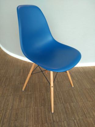 VITRA Eames Plastic Sidechair DSW blau