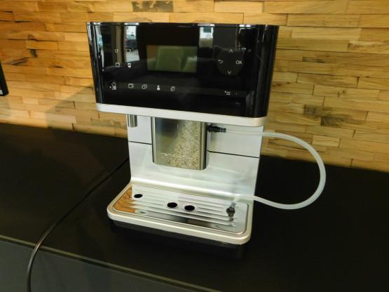 Miele Stand - Kaffeevollautomat CM 6350 Obsidianschwarz