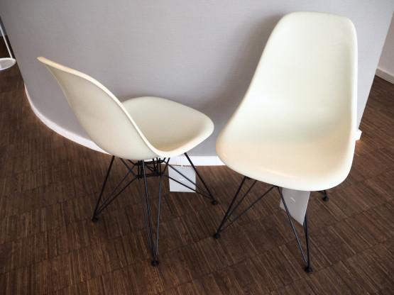 VITRA 4x Eames Fiberglass Chairs DSR parchment