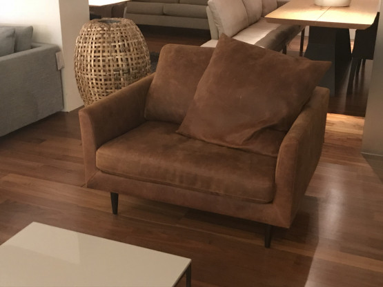Tommy M Sessel Loveseat Mayfair