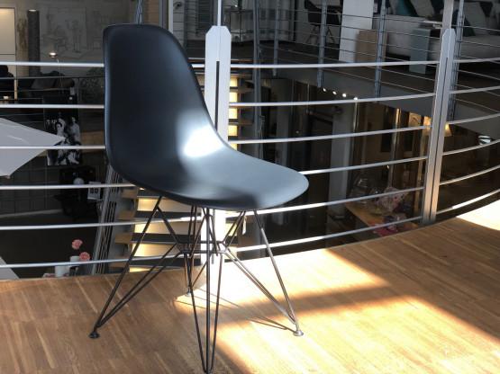 Vitra Eames Plastic Sidechair DSR