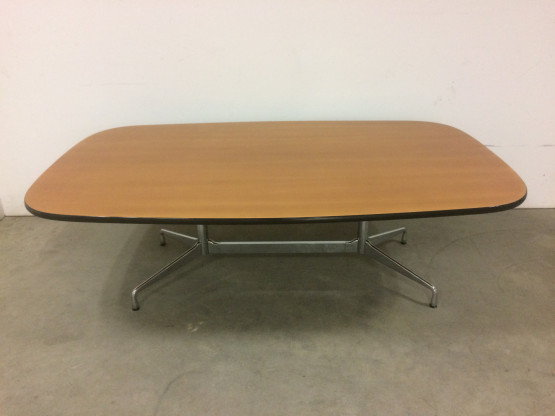 Vitra Segmented Table Charles Eames Bootsform