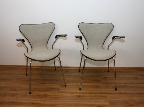 4x 3207 Fritz Hansen Stapelstühle von Arne Jacobsen