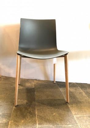 Arper Catifa 46 Stuhl mit Holzgestell