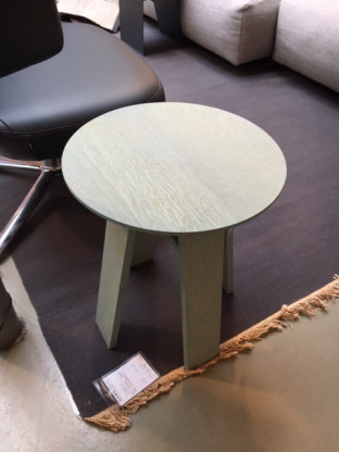 Runder Beistelltisch aus Holz
