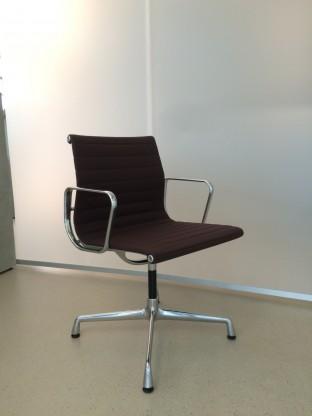 Vitra Aluminium Chair EA103