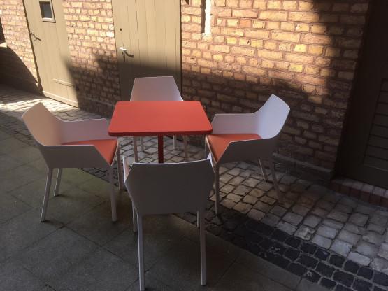 Gartenstuhl MEM und Tisch TNP, Kristalia