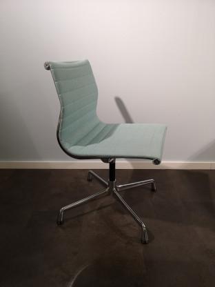Vitra Eames Aluminium Chair EA 101, Hopsack