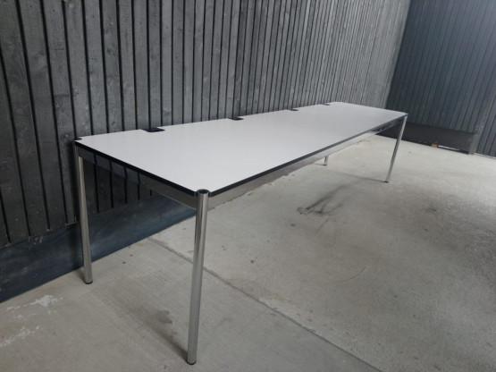 """Schreibtisch """"Haller Plus"""" von USM"""