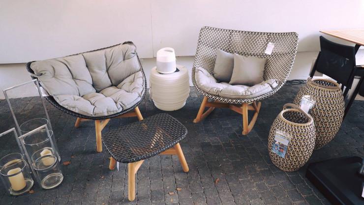 Mbrace Lounge Chair + Hocker von DEDON