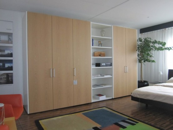 interl bke kleiderschrank mit dreht ren und re. Black Bedroom Furniture Sets. Home Design Ideas