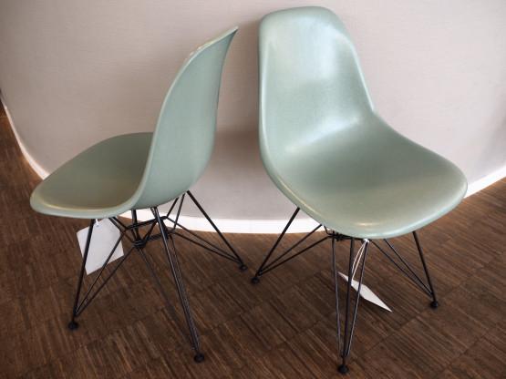 VITRA 2x Eames Fiberglass Chairs DSR sea foam gree...