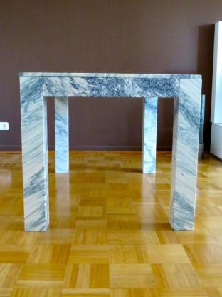 Carrara Marmor Tisch Ettore Sottsass, Firma Up and Up
