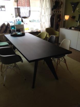 VitraEM Table