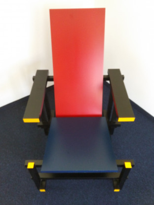 Red and Blue Chair von Gerrit Rietveld