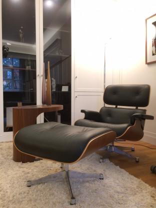 """""""Lounge Chair"""" von VITRA mit Ottoman"""