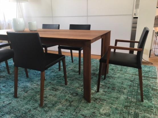 Willisau Stühle Vero Leder schwarz / Nussbaumgestell