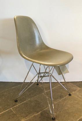 Vitra Eames Fiberglass Plastic Chair DSR  *NEU*
