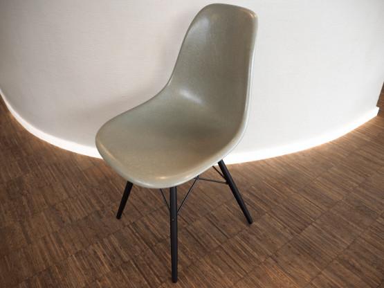VITRA Eames Fiberglass Chair DSW raw umber