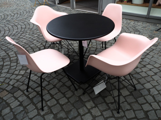 VITRA / FAST Tischgruppe Eames Plastic Chair