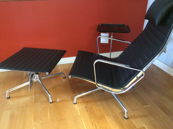 """Sessel """"Aluminium Chair EA 124"""" mit Hocker von VITRA"""