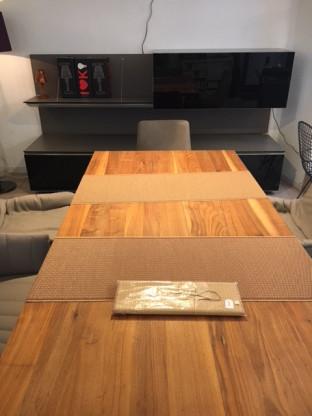 Massiver Holztisch in Amerikanischem Nussbaum