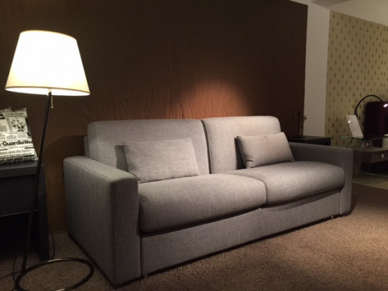 sofa fester sitz hohe sitzh he designerm bel k ln. Black Bedroom Furniture Sets. Home Design Ideas