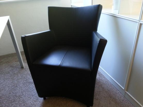 Sessel / Armlehnstuhl in Esstischhöhe