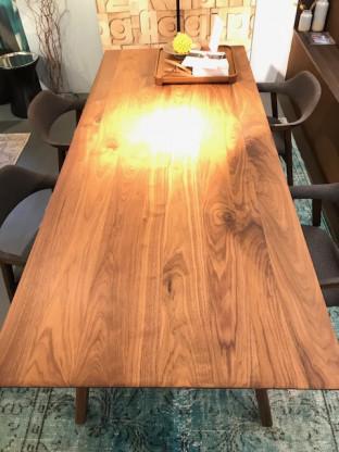 Tisch Ten von Conde House