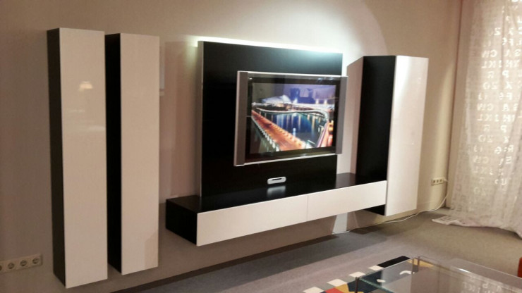 TV-Paneelkombination WK ARTENA WALL in Lack schwarz/Hochglanz weiss
