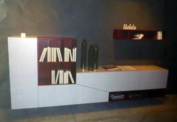 Hängekombination aus Sideboard und Regal