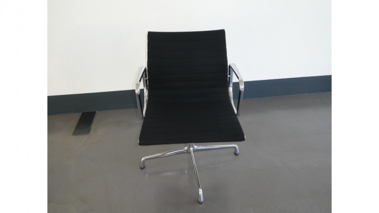 Hersteller: Vitra: Stuhl: Aluminium Chair EA 108