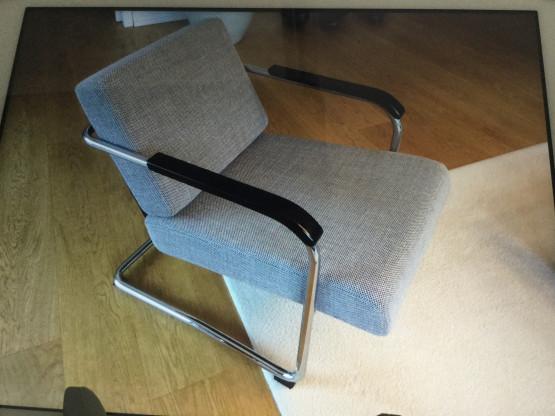 Zwei Freischwinger Sessel und ein Hocker von Werner Max Moser