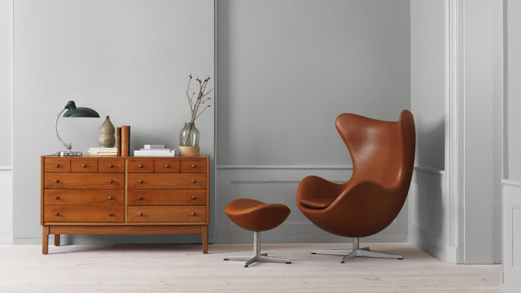 Arne Jacobsen Egg Chair und Hocker Leder