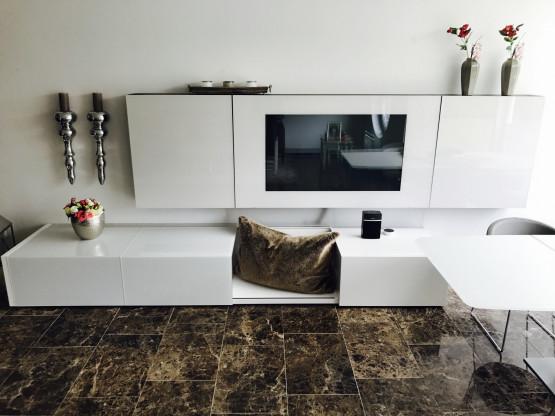 Acerbis TV-Wand aus Glas / Mediacase u.  Medien-Lowboard