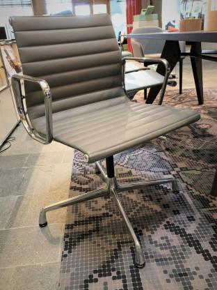 Vitra Alu Chair EA 104 Leder