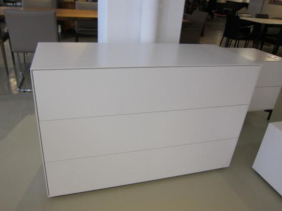 schubladenkommode cubo lack matt wei von rolf benz designerm bel sindelfingen. Black Bedroom Furniture Sets. Home Design Ideas
